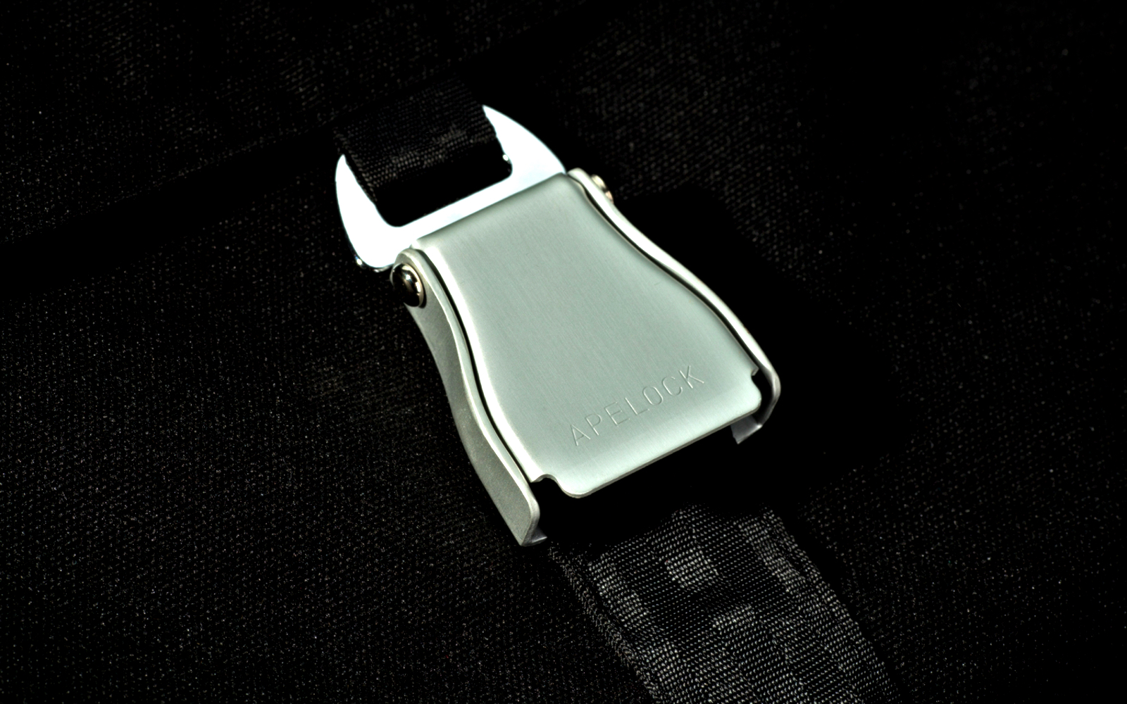 APE_detail_buckle_M